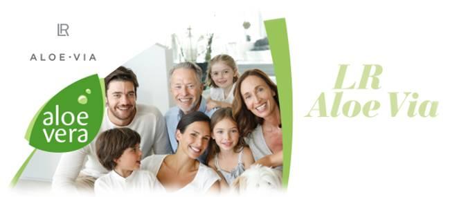 Bild mit Menschen und Produkten zum Thema Aloe Vera Kosmetik Produkte von LR heißen ALOE VIA.